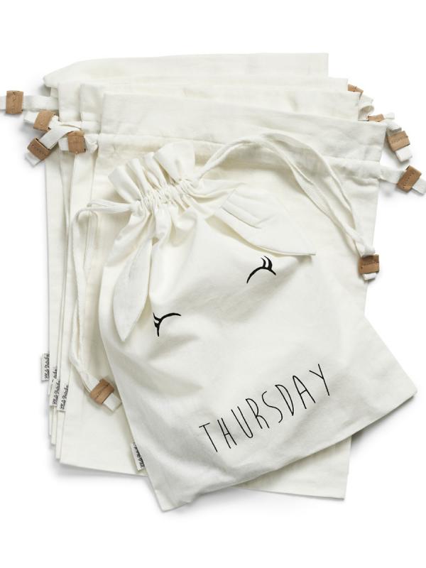 Style My Week maanantai-sunnuntai puuvillapussit. Helpota arki-aamuja ja ennakoi - laita lapsille päivän vaatteet sekä tarvikkeet valmiiksi supersuloisiin pussukoihin.