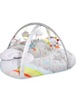 Monipuolinen leikkikaari, joka muuntautuu leikkimatoksi lapsen kasvaessa  Jokaisella pilvellä on hopeareunuksensa ja niin myös tällä ihastuttavalla vauvan pilvi-leikkimatolla. Se tarjoaa ylellistä leikkiaikaa, sen pehmeä väripaletti täydentää modernia sisustusta ja neonväriset yksityiskohdat kiinnittävät vauvan huomion. Viisi taivaankappaleiden muotoista riippuvaa lelua kiehtovat vauvaa valoilla ja musiikilla hänen leikkiessään taivaallisen pehmeällä, pilvimäisellä leikkimatollaan.