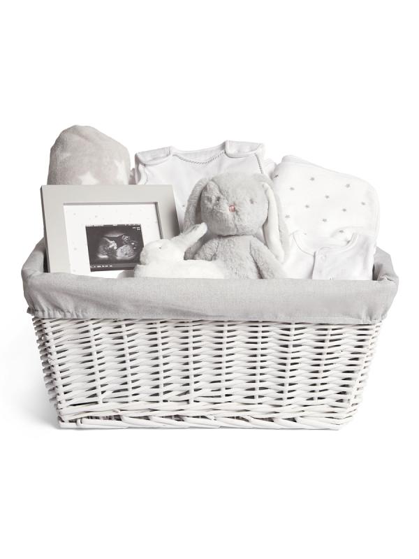 Kaunis vaaleansävyinen, harmaa reunainen Mamas & Papas Welcome to the World lahjakori on täydellinen lahja lapsiperheeseen tai raskaana olevalle ystävälle.