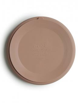 Mushie lapsen silikoninen lautanen jossa kätevä imukuppi kipon alaosassa pitämässä lautasen kiinni pöydän pinnassa. Lautasen voi kuumentaa uunissa ja mikroaaltouunissa sekä pestä astianpesukoneessa. Kaunista, helppoa ja vaivatonta ruokailua.