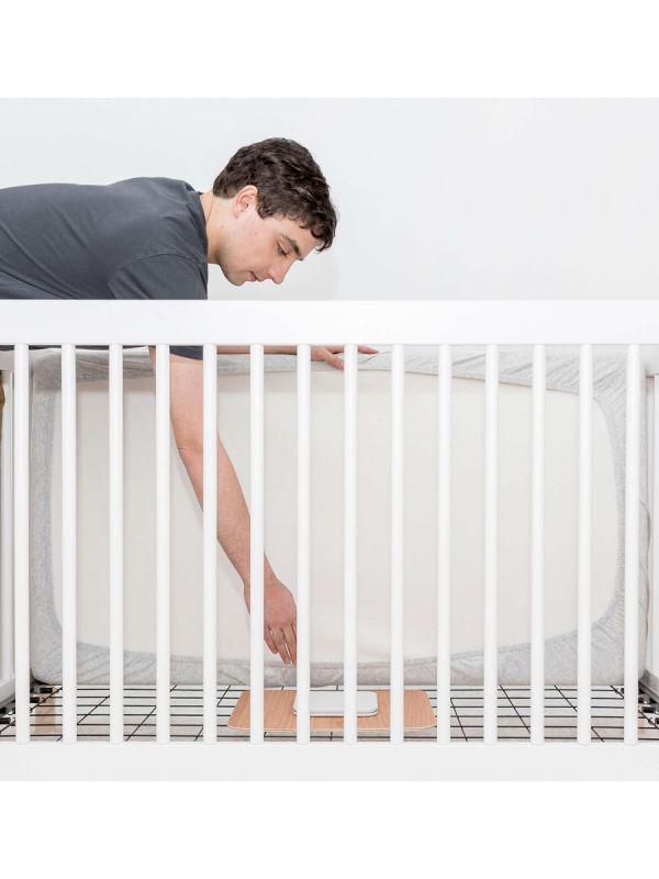 ANGELCARE Kätkythälytin / Liikehälytin Video AC327. Angelcare kätkythälytin valvoo lapsen unta puolestasi ja hälyttää heti jos vauva on hengittämättä 20 sekunttia. Mukana paketissa myös videonäytöllinen vanhemman yksikkö, josta näet lapsesi reaaliajassa ja kaksisuuntaisella äänitoiminnolla pystyt rauhoittamaan lastasi omalla äänelläsi. Soveltuu myös kaksosien valvontaan erikseen ostetun lisäpatjan avulla.