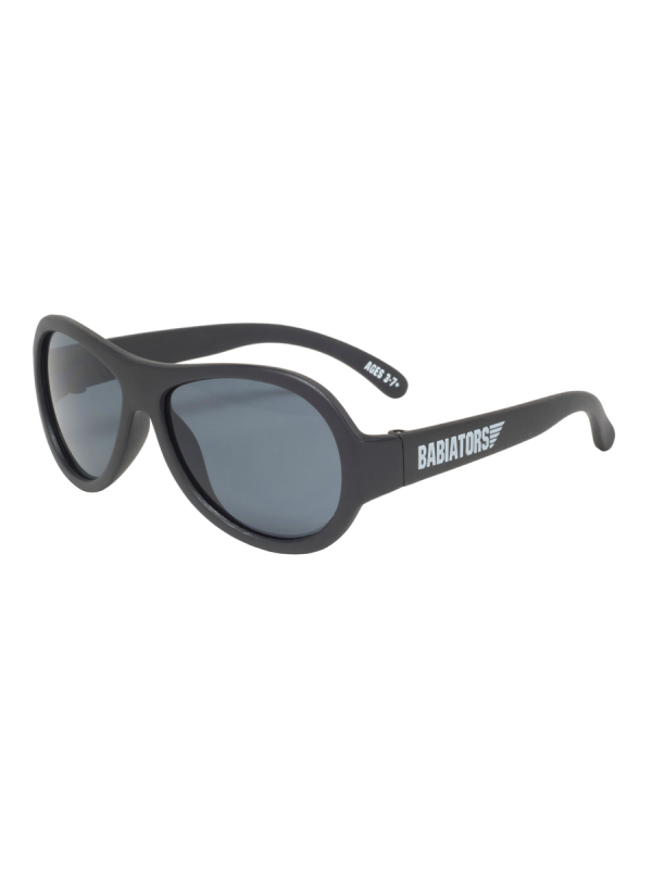 Babiators Originals aurinkolasit suojaa 100% auringon UVA ja UVB säteilyltä, ja niissä on hajoamattomat ja joustavat sangat, joita lapsi voi taivutella niitä rikkomatta, sekä iskunkestävät, särkymättömät linssit. Lasit ovat suunniteltu siten, ettei lasit hankaa kasvoja eikä nenää.