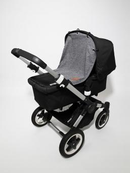 Baby Wallabyn klassinen tummanharmaa vaunuverho suojaa nukkuvaa vauvaa tuulelta, liikenteen melulta sekä saasteilta. Vaunuverho toimii myös aurinkosuojana vauvan herkälle iholle.