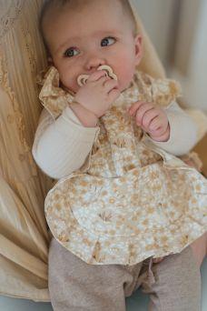 MRS MIGHETTO kaunis vedenpitävä ruokalappu vauvalle. Helppo puhdistaa.