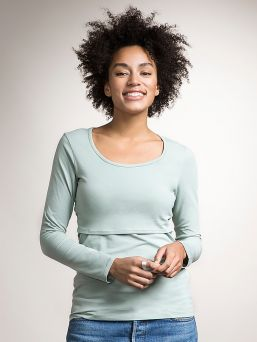 Boob Design imetyspaidan ansiosta imettäminen on nyt helppoa ja huomaamatonta. Raotat vain paidan etuosassa olevaa kaksinkertaista kangasta rinnan kohdalta.