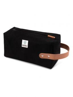 Buubla-matkapotan vedenpitävä ja tyylikäs Buubla-laukku. Potan voi kätevästi laittaa Buubla-laukkuun potan mukana tulevalla tarranauhalla.