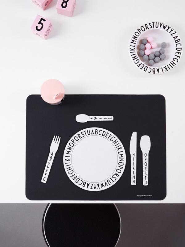 Design Letters ruokailualusta