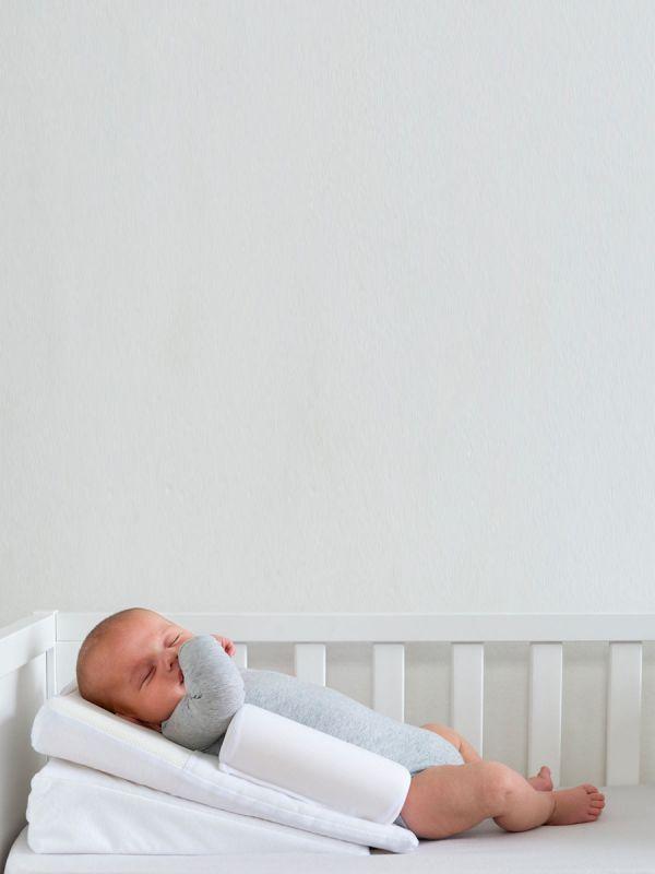 Supreme Sleep vauvan selkätuki sijoitetaan mukavasti vauvan selän taakse ja tuki estäen tähän asentoon liittyvän vauvan plagiokefalian («flat head»). Ihanteellinen myös keskosille ja fefluksista kärsiville vauvoille.