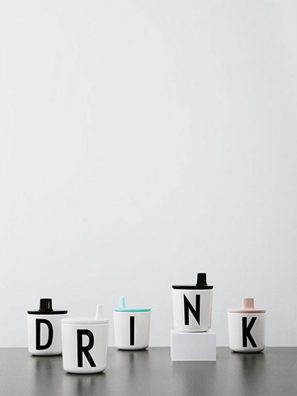 Design Letters kansi melamiini mukiin A-Z (valkoinen)