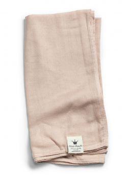 Elodie Detailsin Powder Pink monikäyttöinen isokokoinen harsoliina sopii täydellisesti niin pukluliinaksi, imetyssuojaksi kuin vaipanvaihtoalustaksikin.