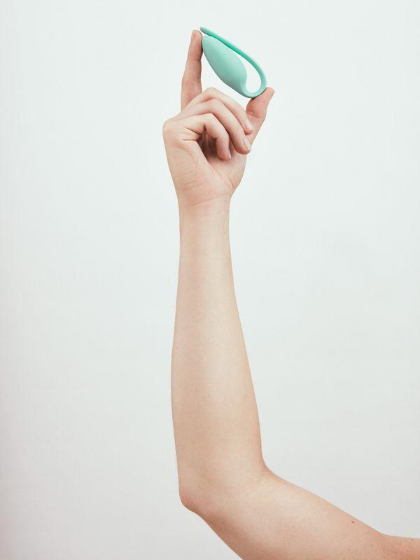 Elvie Trainer lantiopohjalihasten treenaaja. Palkittu lantiopohjalihasten vahvistaja. Parempi virtsarakon hallinta, nopeampi synnytyksen jälkeinen palautuminen ja paremmantuntuinen läheisyys. Mukavat harjoitukset ohjelmassa. Tulokset alle 4 viikossa. Laitetta suosittelee yli 1000 terveydenhuollon ammattilaista.