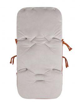 Baby´s Only lämpöpussi Flavor Rust on arjenhelpottaja. FLAVOR -malliston kaunis sileäpintainen kuviointi lämpöpussissa. Lämpöpussin ansiosta vauvaa ei tarvitse riisua ja pukea jatkuvasti, vaan voit laittaa vauva lämpöpussiin päivävaatteilla. Vauva pysyy pussissa lämpöisenä kaupassa, kylässä ja muilla arjen riennoilla.