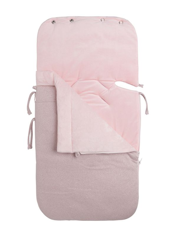 Baby´s Only sparkle lämpöpussi on arjenhelpottaja. SPARKLE -malliston kaunis sileäpintainen kuviointi lämpöpussissa. Lämpöpussin ansiosta vauvaa ei tarvitse riisua ja pukea jatkuvasti, vaan voit laittaa vauva lämpöpussiin päivävaatteilla. Vauva pysyy pussissa lämpöisenä kaupassa, kylässä ja muilla arjen riennoilla.