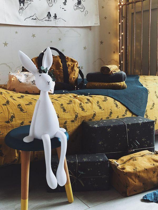 Joseph pupu on täydellinen yövalo lapsen sängyn vierelle yöpöydälle tai muualle sisustukseen. Joseph yövalo antaa kauniin pehmeän hehkun yöajaksi.
