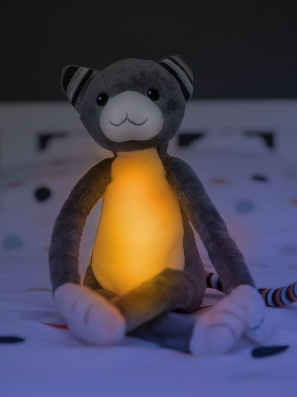 Zazu Katie kissa pehmolelu, joka toimii yövalona ja soittaa musiikkia. Valo sammuu automaattisesti ja lapsi saa valon helposti uudelleen itse päälle. Helpottaa ja rauhoittaa lapsen nukkumaanmenoa.