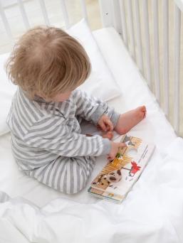 Baby Wallaby ylellinen ja pehmeä puuvillasatiininen pussilakanasetti lapsen sänkyyn, jossa on kaunis silkinhimmeä kiilto.