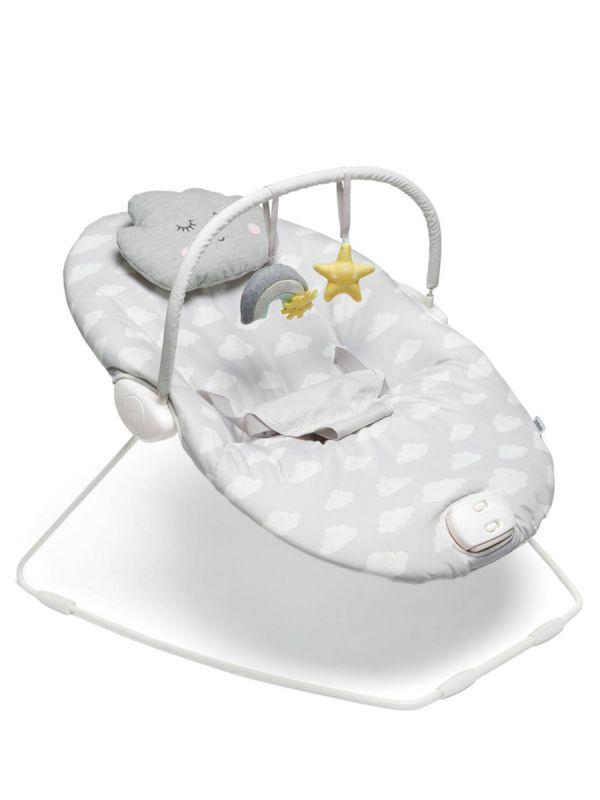Mamas & Papas Capella Dream Upon a Cloud vauvan sitteri värinällä ja musiikilla. Sitterissä on värinätoiminto joka rauhoittaa, kun vauva on levoton tai kärsii vatsavaivoista. Sitterissä lisäksi bounch toiminto, jolla sitteri reagoi lapsen omiin liikkeisiin.