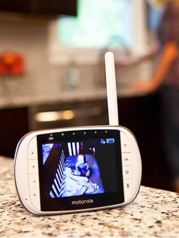 MOTOROLA itkuhälytin MBP36SC - WiFi Connected Video. Valvo vauvasi unta Motorola MBP36SC itkuhälyttimen avulla. Langaton tekniikka ja kirkas värinäyttö helpottavat arjen kiireessä.