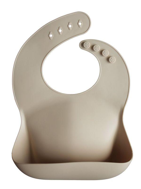 Mushie silikoninen ruokalappu on klassinen ja ajaton. Helppo puhdistaa ja voit rullata sen mukaan matkalle.