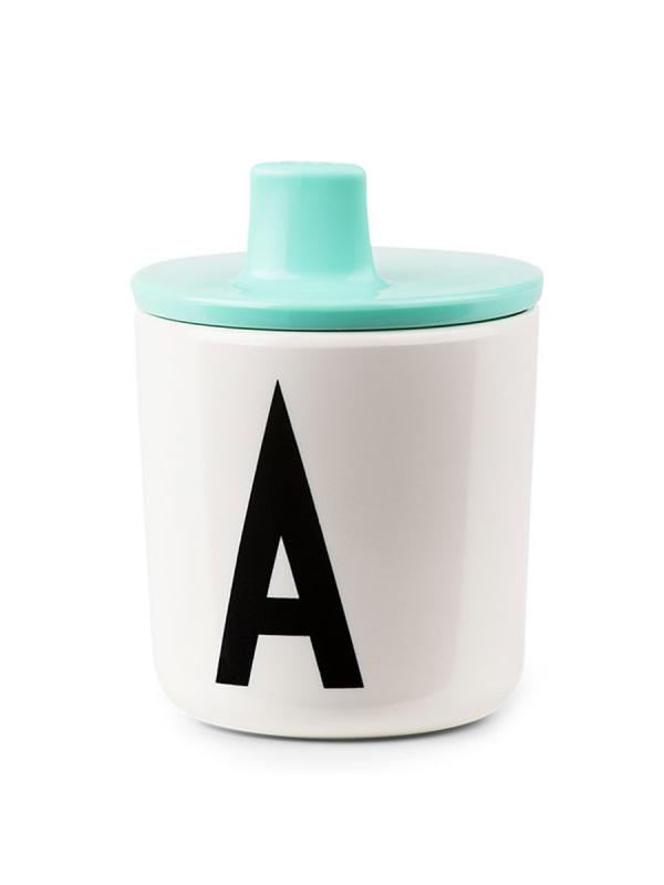 Design Letters kansi melamiini mukiin. Kansi, joka muuttaa Design Letters melamiini mukin lapsen nokkamukiksi.
