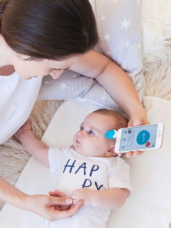 Modernin Oblumi Tapp kuumemittarin avulla seuraat helposti ja vaivattomasti sairastavan lapsesi lämpötilaa. Oblumi Tapp kuumemittarilla voit mitata lapsen kuumeen joko korvasta tai otsalta. Tallentaa kaikki tiedot. Näyttää lämpötilahistorian ja käytetyn lääkemäärän, jotta kuumetta voidaan tarkkailla kunnolla.