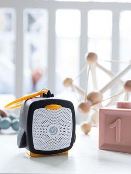 YogaSleep Pocket Baby white noise kaiutin on tehokas työkalu lapsen unirytmin löytämisessä ja auttaa vauvaa nukahtamaan nopeasti ja minimoi samalla ulkomaailman vauvan unta häiritsevät äänet.