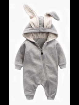 Kevyt ja ihastuttava pupunkorva haalari vauvalle. Edessä toiseen punttiin asti ulottuva vetoketju, joka helpottaa asun pukemista vauvalle. Puku joustavaa ja miellyttävää Rib-neulosta.