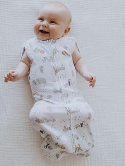 Aden + Anais vastasyntyneen kapalo, joka luo vauvalle turvallisen olon. Helppo ja nopea vetoketjukiinnitys.