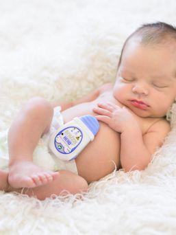Snuza® HeroMD kätkythälytin tärisee 15 sekunnin kuluttua siitä jos laite huomaa, ettei lapsen vatsa liiku normaalisti, kuten sen hengittäessä pitäisi. Snuza Hero MD kiinnitetään lapsen vaippaan.