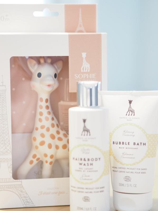 Sophie the Giraffe purulelu, joka aktivoi vauvan kaikkia aisteja.