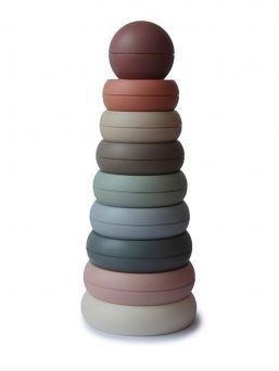 Mushie värikäs rengastorni. Sisltää 8 päällekkäin pinottavaa eri väristä  ja kokoista rengasta. Soveltuu 0-3 vuotiaille. Torni kehittää hienomotorisia taitoja huomaamatta.