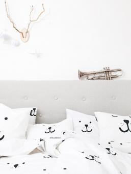 Kauniit ja pehmeät Tellkiddo vuodevaatteet pienelle nukkujalle suositulla Tellkiddon karhu printillä.