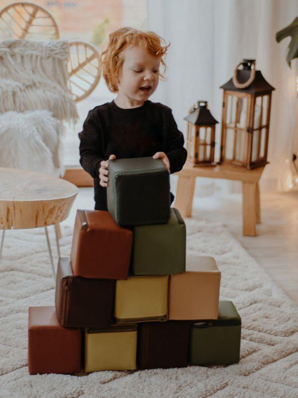 Pehmeät leikkipalikat lastenhuoneeseen - rakenna palikoista esterata, linnake tai vaikka korkea torni turvallisesti.