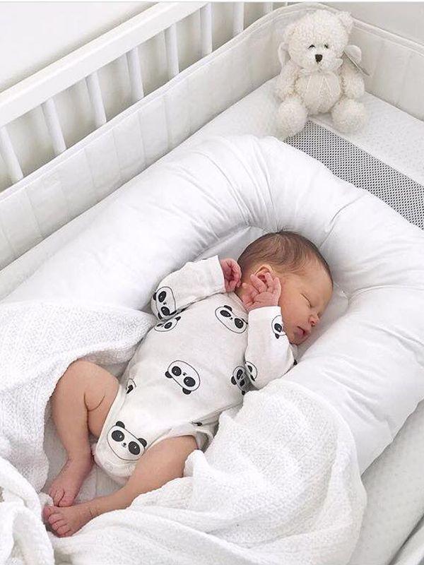 Vauvan vauvapesä irrotettavalla päällisellä (valkoinen)