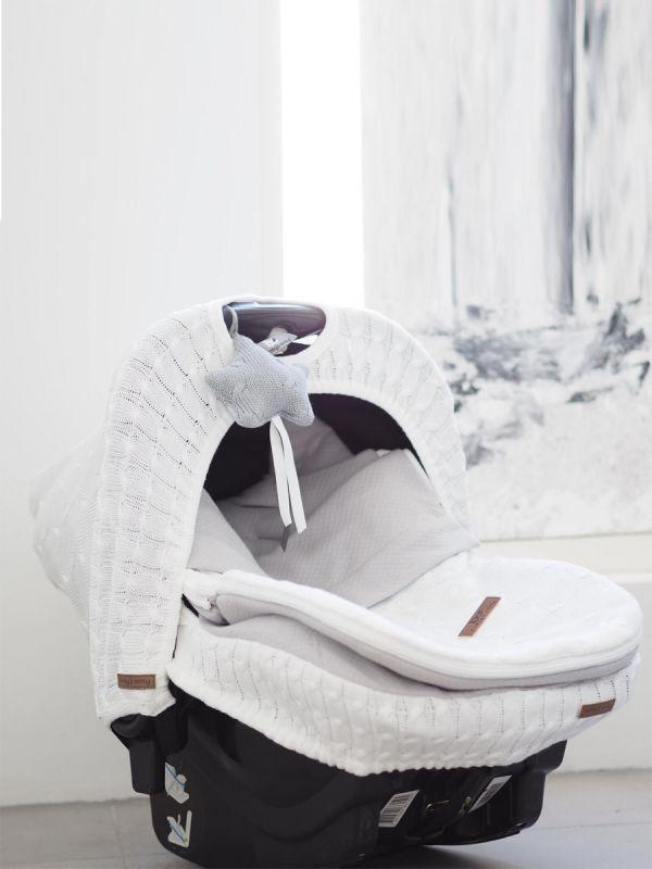 Baby's Only Decoration Star neuletähti on kaunis yksityiskohta vauvam turvakaukaloon, vauvanhuoneen sisustukseen, leikkimattoon tai vaunuihin. Saat neulostähden helposti kiinnitettyä ja irroitettua. Upea yksityiskohta!