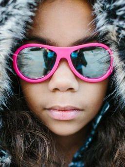 Babiators Aces aurinkolasit antaa täyden 100% suojan UVA ja UVB säteiltä ja suojellen lapsen silmiä. Huippulaadukkaat linssit ovat iskun kestäviä ja hajoamattomia. Vuoden Lost & Found takuu.