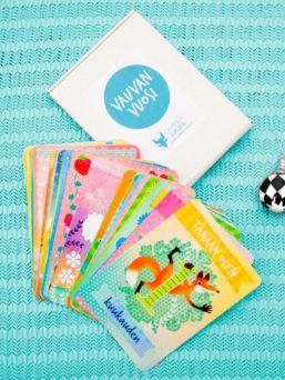 Vauvan vuosi- korttipakka sisältää 39 kuvitettua korttia ja yhden ohjekortin, joiden avulla tallennat vauvasi ensimmäisen vuoden tärkeimmät tapahtumat ihaniksi kuvamuistoiksi.