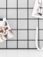 Upea Laa Laa Living trendikäs ja monikäyttöinen seinäristikko. Saat kauniisti esille kortit, rakkaat kuvakollaasit valokuvista ja muut muistettavat paperit. Voit ripustaa kehikkoon koruja ja pampuloita. Täydellinen muistitaulu eteiseen, työhuoneeseen, olohuoneeseen tai lastenhuoneeseen.