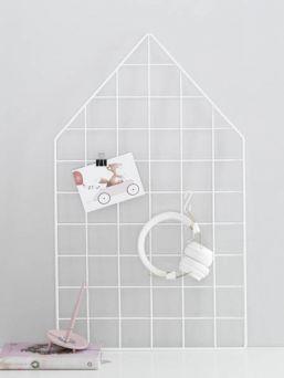 Laa Laa Living trendikäs seinäristikko. Saat kauniisti esille kortit, rakkaat kuvakollaasit valokuvista ja muut muistettavat paperit.