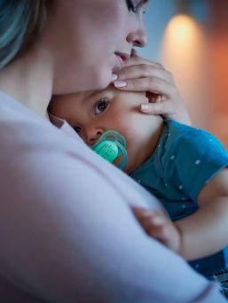 Philips Avent Night Ultra Air pimeässä hohtava yötutti on suunniteltu vauvoille siten, että yötutti ei hankaa lapsen suupielen ihoa ja vähentää näin ihoärsytystä. Tutin suojuksessa on neljä suurta ilma-aukkoa, jotka takaavat, että vauvan iho pysyy mahdollisimman kuivana.